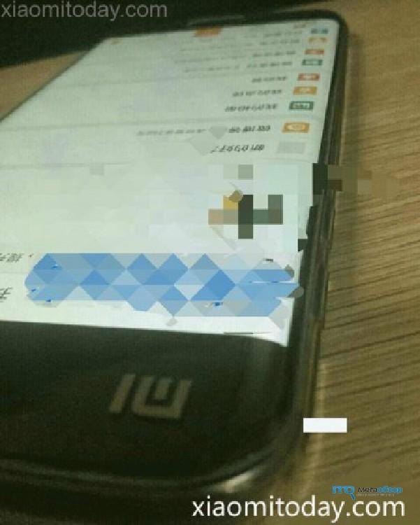 Фото смартфона с загнутыми краями от Xiaomi появилось в Сети