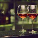 Даже один бокал вина повечерам может вызвать бесплодие