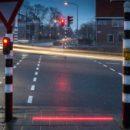 Голландских любителей «повтыкать» телефон на пешеходном переходе будут предупреждать светящимися линиями