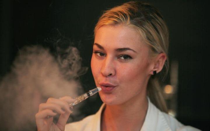 Учёные предупреждают подростков о вреде курения электронных сигарет