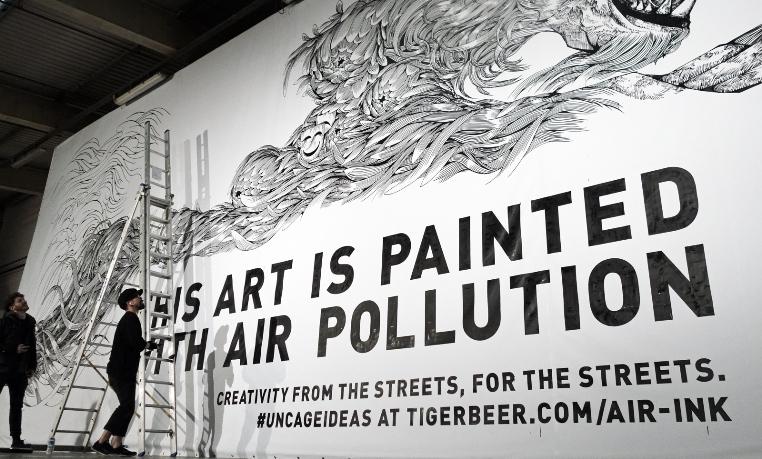 Из загрязняющих воздух веществ художники делают привлекательную рекламу