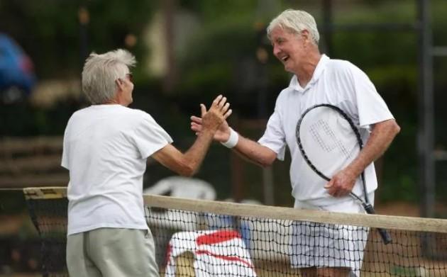 Сорок пять минут физических упражнений в неделю увеличивает способности мозга людей после 50 лет