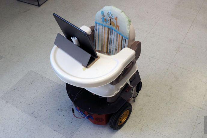Tot Bot помогает малышам с недостаточным физическим развитием исследовать мир