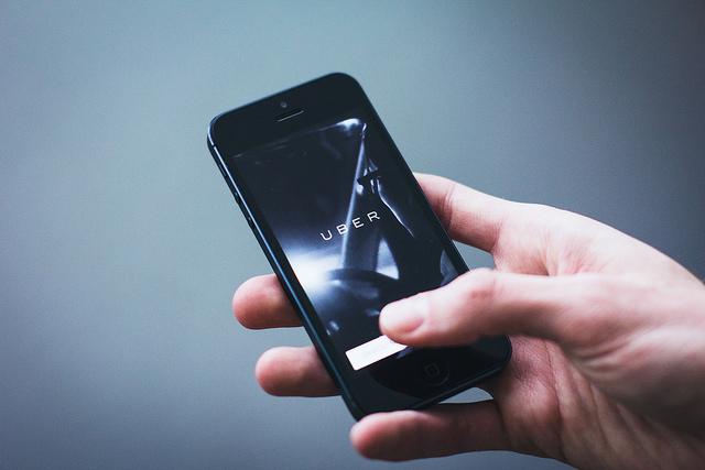 Uber обвиняется в обмане пассажиров и водителей
