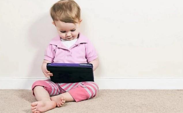 Планшеты и смартфоны тормозят развитие речи у детей
