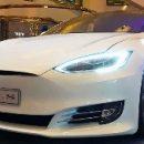 В компании Tesla собирают видео c автомобилей, чтобы улучшить технологию вождения