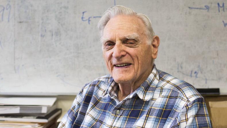 94-летний создатель литий-ионной батареи разработал еще более мощный тип аккумулятора