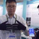 Умные перчатки преобразуют язык жестов в текст