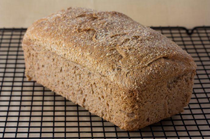 Чёрный хлеб не лучше, чем белый хлеб — по крайней мере, для половины из нас