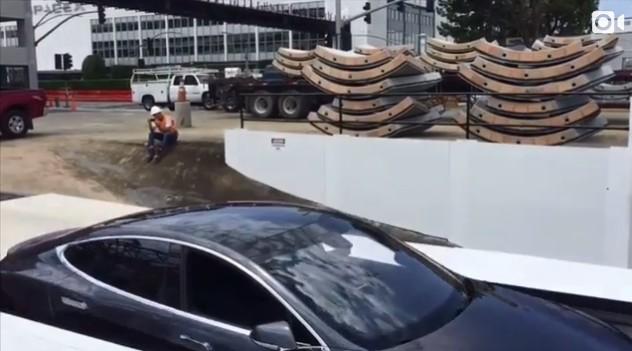 Лифт компании Илона Маска Boring Company упрячет автомобили в подземный тоннель