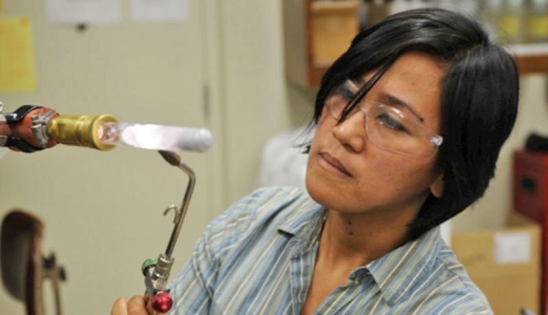 Учёные могут превратить прозрачные кристаллы в многоразовые электрические проводники
