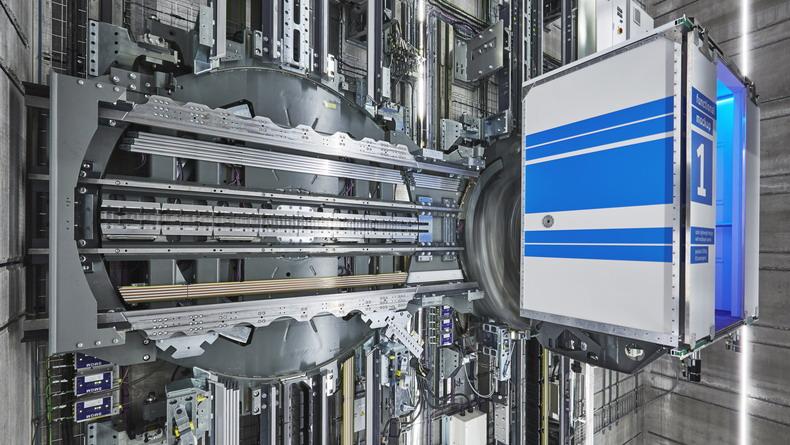 Первый в мире маглев-лифт перемещается вверх, вниз и в стороны без помощи тросов