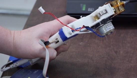 Создан первый рабочий прототип клеевого термопистолета Бена Хека