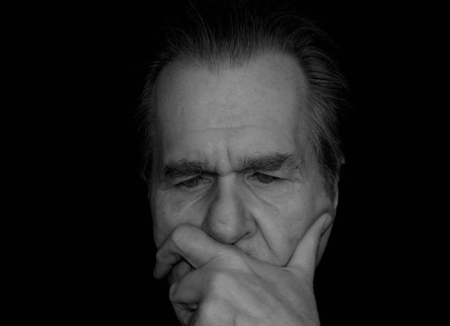 Внутренний диалог от третьего лица может помочь людям контролировать свои эмоции