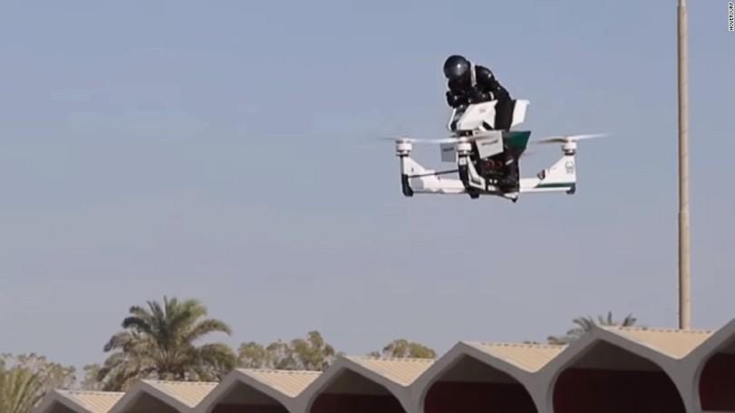 Улицы Дубаи будет патрулировать полиция на электрических ховербайках