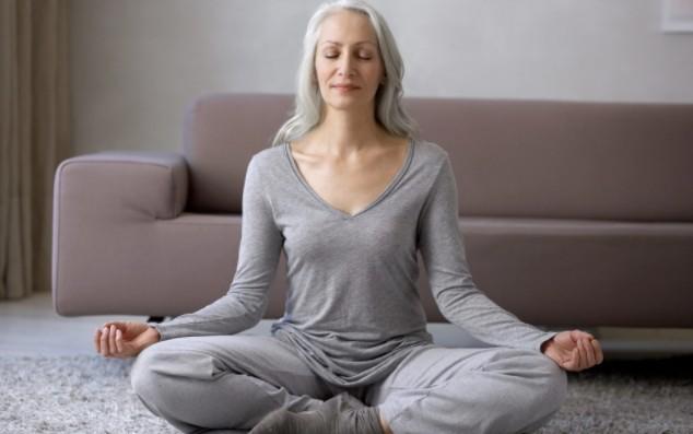 Медитация намного эффективнее для снятия стресса, чем занятия йогой или садоводством