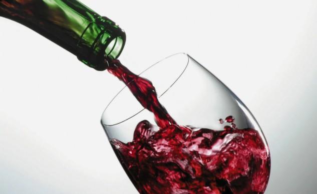 Еженедельная порция красного вина может увеличить шансы женщины на беременность