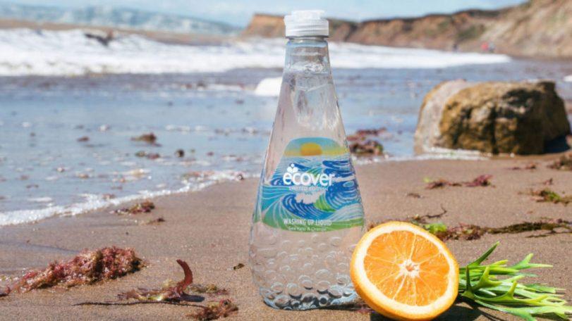 В продажу поступила моющая жидкость в бутылках, сделанных наполовину из собранных в океане отходов пластмассы