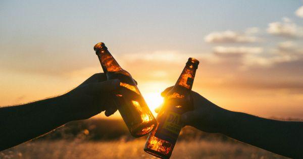 Ведущие врачи мира убеждают людей, что для профилактики онкологических заболеваний нужно пить меньше алкоголя