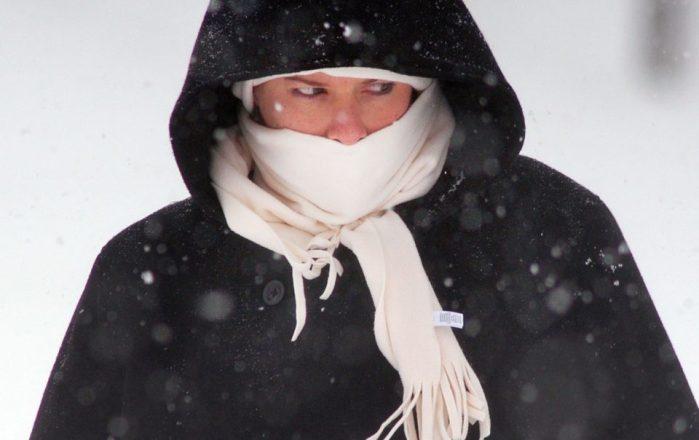 Астматикам рекомендуется холодной зимой укутывать шарфом нос и рот