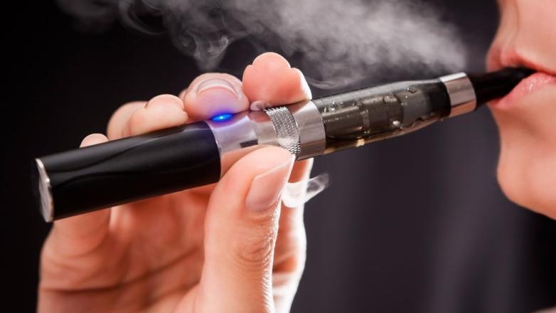 Пользование электронными сигаретами увеличивает риск у молодых людей начать курить табак