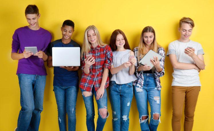 Подростки, которые увлечены каким-либо занятием, намного счастливее сверстников-фанатов мобильных устройств