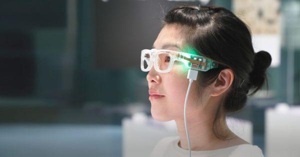 Умные очки могут преобразовывать текст в звук