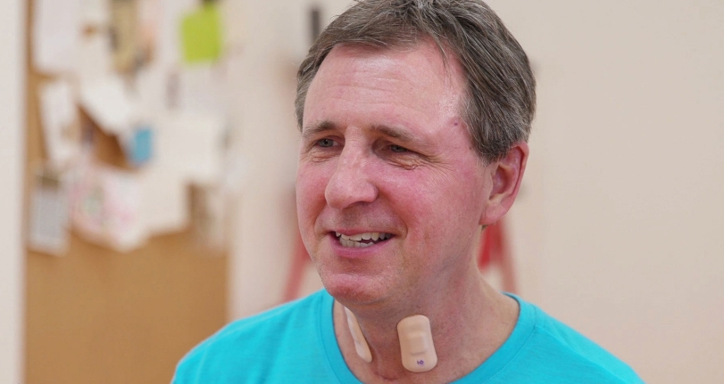 Горловой датчик помогает пациентам восстанавливаться после инсульта