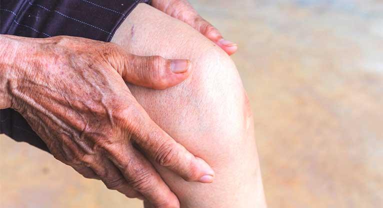 Минимально инвазивное вмешательство при остеоартрите снижает боль и улучшает работу коленных суставов