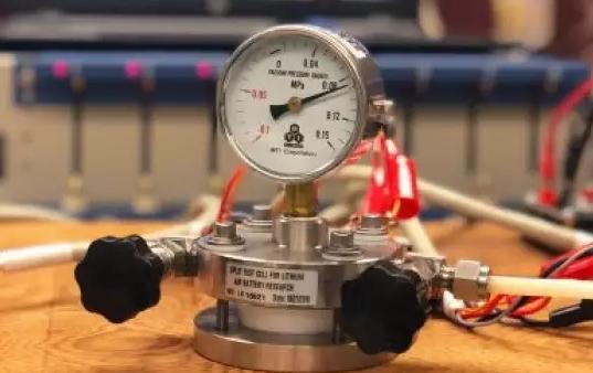 Учёные изобрели новый тип аккумулятора для телефона, который хранит в пять раз больше энергии