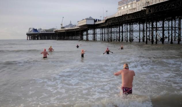 Плавание в море повышает риск возникновения множества заболеваний