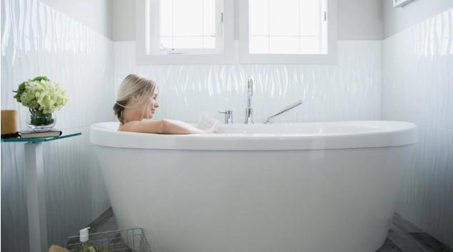 Беременные женщины могут наслаждаться горячими ваннами и саунами