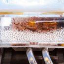 Исследователи разработали устройство, которое производит воду из сухого воздуха пустыни