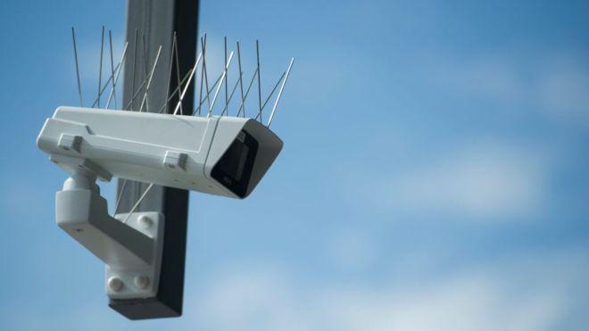 Китайская полиция использовала технологию распознавания лиц, чтобы найти и арестовать человека 60-тысячной толпе