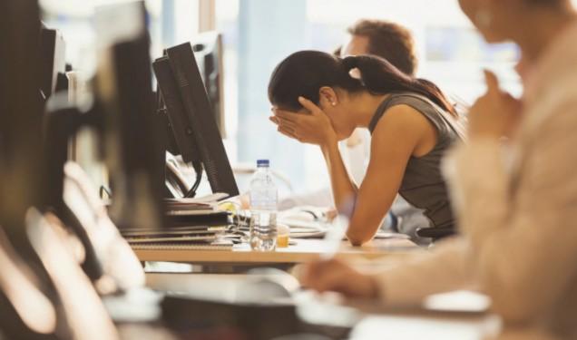 Женщины чаще страдают от неуверенности в себе, даже когда они столь же умны, как мужчины