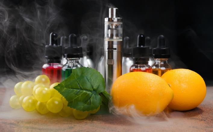 Ароматизаторы электронных сигарет вырабатывают токсины, связанные с развитием опасных заболеваний