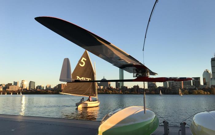 Разработанный инженерами МТИ дрон может летать как птица и плавать как лодка