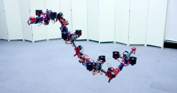 Летающий робот DRAGON способен менять форму во время полёта