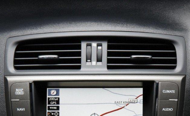 Загрязнение воздуха в салоне автомобиля вынуждает установить контроль за его очисткой