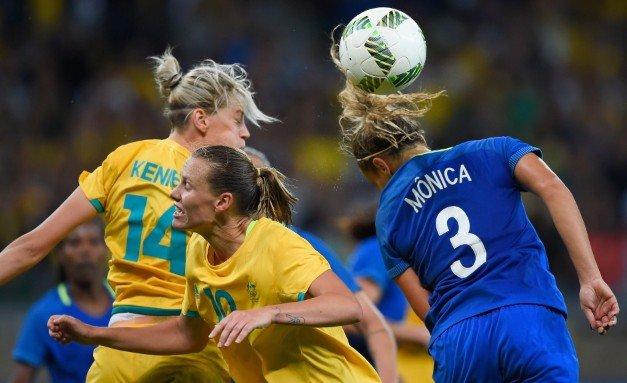 Чем игра в футбол опасна для женщин