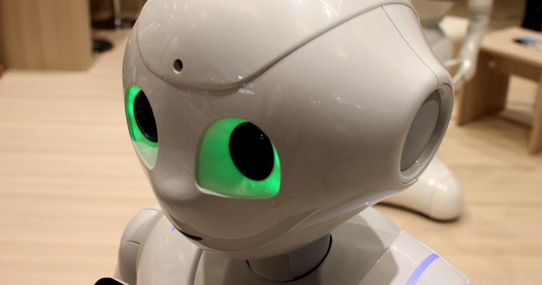 За престарелыми пациентами будут ухаживать роботы, восприимчивые к культурным аспектам общения