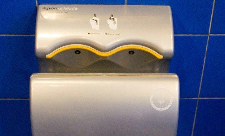 Чем опасны бесконтактные струйные воздушные сушилки для рук
