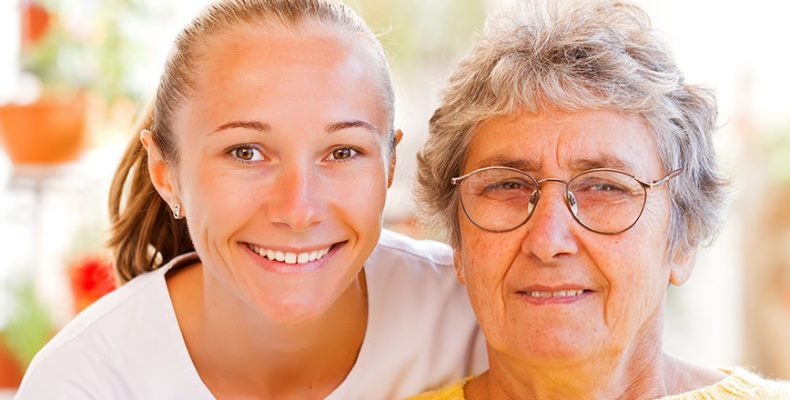 Физические упражнения снижают стресс и улучшают состояние клеток у ухаживающих за престарелыми родственниками
