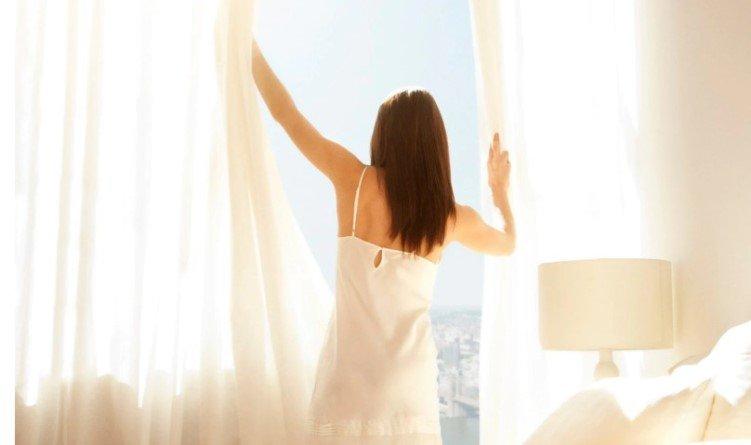 Для здоровья полезно держать окна чистыми и днём раздвигать шторы