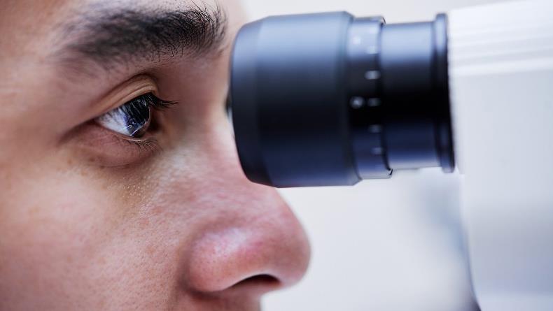 Ученые разрабатывают методы более эффективного лечения катаракты