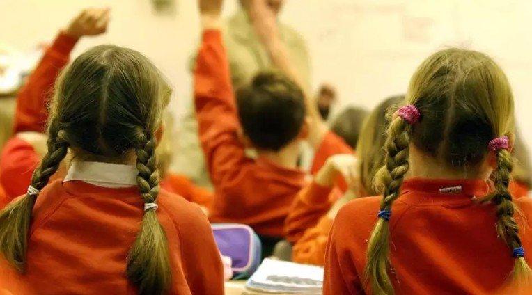 Почему существуют различия в успеваемости по математике и чтению между девочками и мальчиками