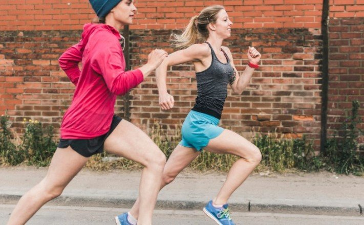 Учёные выяснили, что больше способствует замедлению старения — бег или силовые упражнения