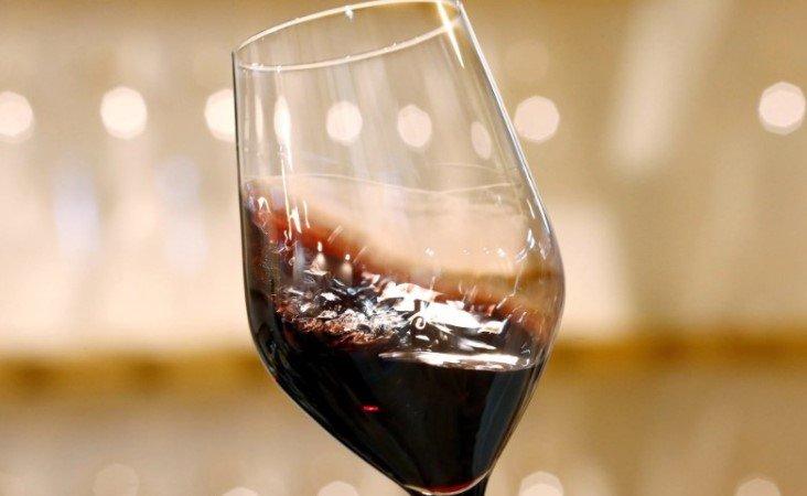 Пьющие по бокалу вина в день, реже, чем трезвенники, попадают в больницу