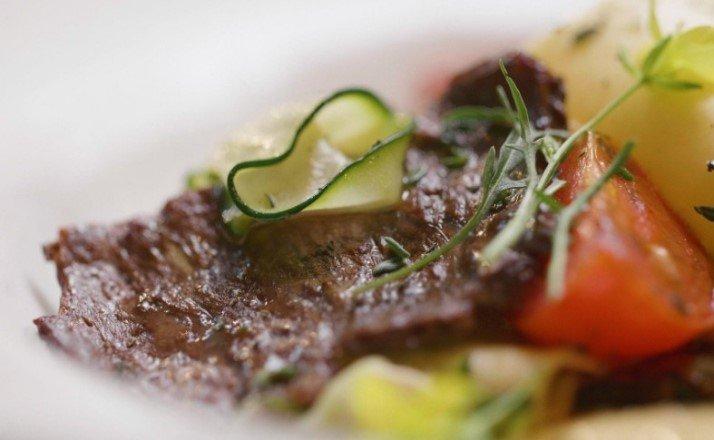 Искусственные стейки, неотличимые от настоящей говядины, будут доступны потребителям уже через пару лет