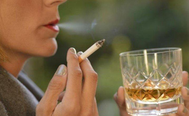 Исследование: сокращение потребления алкоголя помогает бросить курить